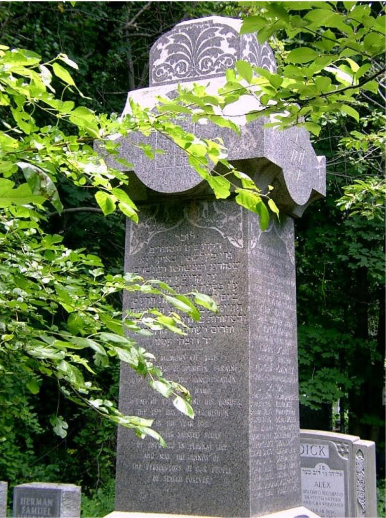 Felshtin Memorial