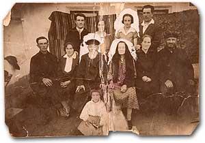 FINA FELDMAN'S FAMILY: Photo taken in Felshtin in the early 1930s. Fina sits on the floor, left. Photo courtesy of Fina Feldman and Barbara Fischkin.