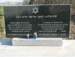 Plaque installed at the former Jewish Cemetery in Hvardiyske